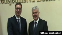 Predsednik Srbije Aleksandar Vučić sa hrvatskim članom Predsedništva BiH Draganom Čovićem u Mostaru 9. aprila 2018. (TV screen shot)