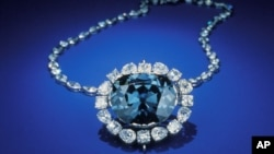 "The beautiful Hope Diamond really ""caught my eye"""