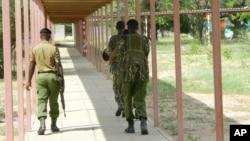 Des policiers kényans
