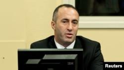 Bivši premijer i bivši komandant OVK Ramuš Haradinaj sluša izricanje presude.