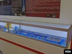去年夏季莫斯科武器展上一家中国公司展出的电子器部件(美国之音白桦)。