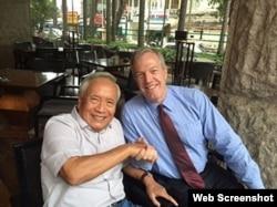 Đại sứ Mỹ Ted Osius gặp Bác sĩ Nguyễn Đan Quế ngày 16-10-2015. Courtesy boxitvn