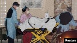 救护车2020年3月7日在美国华盛顿州科克兰老年中心转运一病人。