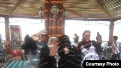 Shirin Fodil dugonalari bilan.