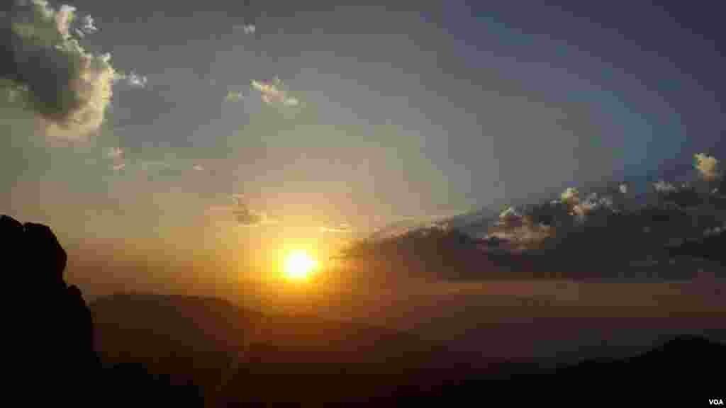 طلوع آفتاب در کوه شاهو، استان کرمانشاه عکس: ارشاد رمضانی از پاوه(ارسالی شما)