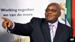 Public Service Minister Richard Baloyi speaks during a news conference at the Union Buildings in Pretoria, 05 Aug 2010