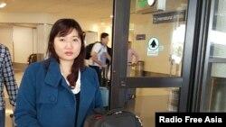 Bà Vũ Minh Khánh, vợ của luật sư Nguyễn Văn Đài tại sân bay Los Angeles hôm 14/4/2016.