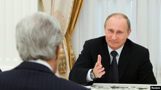 Russian President Vladimir Putin (R) speaks to U.S. Secretary of State John Kerry during their meeting in the Kremlin in Moscow, May 7, 2013.