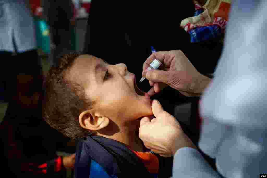Egypt has begun a new round of vaccinations against polio, one of several national efforts in the Middle East after the crippling disease recently resurfaced in war-torn Syria, Cairo, Nov. 17, 2013. (Yuli Weeks for VOA)