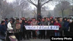 12月8日,天津120訪民聚會要人權,要求釋放鞏進軍 (六四天網)