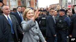 US Secretary of State Hillary Rodham Clinton waves during an unannounced stop in Pristina, Kosovo, 13 Oct 2010.