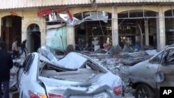 사진은 지난 19일 시리아 알레포에서 발생한 폭탄 테러로 건물과 자동차가 심하게 부서진 모습.