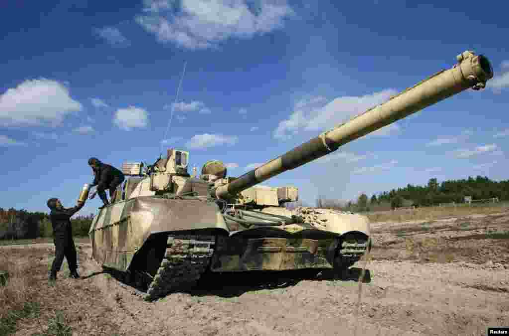 Украинский танк на выставке в Черниговской области