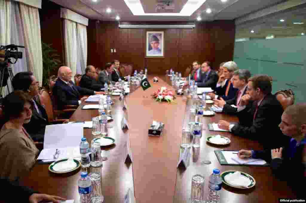 جان کیری نے پاکستان اور امریکہ کے درمیان اسٹریٹیجک مذاکرات میں بھی شرکت کی۔