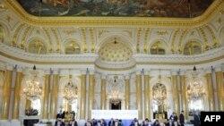 Predsednici 20 zemalja istočne i centralne Evrope prisustvuju plenarnoj sednici u Kraljevskoj palati u Varšavi, 27. maja 2011.