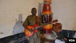 Thomas Binamo is the leader of the Zomba Reform Band. (Credit: L. Masina/VOA)