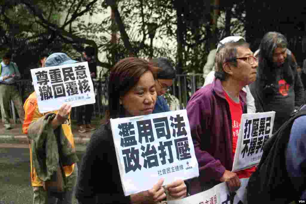 泛民政党游行至礼宾府抗议司法覆核民选议员(海彦拍摄)