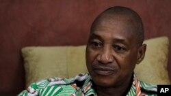 Laurent Pokou, un footballeur de la Côte d'Ivoire, lors d'une interview à son hôtel de Malabo, en Guinée équatoriale, 30 janvier 2012.