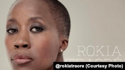 La chanteuse malienne Rokia Traoré, ambassadrice de bonne volonté du HCR pour l'Afrique de l'Ouest et du Centre.