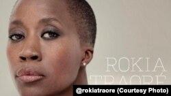La célèbre chanteuse malienne Rokia Traoré, ambassadrice de bonne volonté du HCR pour l'Afrique de l'Ouest et du Centre
