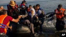 Türkiye oradan da denizyoluyla Yunanistan'a geçen mültecilerin çoğu ekonomisi daha güçlü olduğu için Almanya'ya sığırnmayı tercih ediyor.