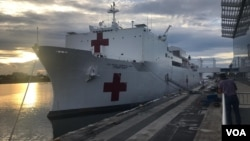 """停泊在迈阿密的美国海军医疗船""""安慰号"""""""