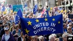 Brexit က ႏႈတ္ထြက္စာ ၀န္ႀကီးခ်ဳပ္ May လက္မွတ္ထုိး