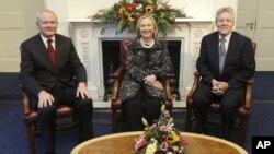 美國國務卿希拉里克林頓訪問北愛爾蘭與政要合照