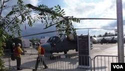 今年夏季莫斯科武器展中的K-52武装直升机。(美国之音白桦拍摄)