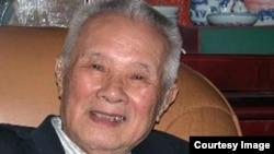 胡績偉在北京寓所中照片轉載博訊新聞網