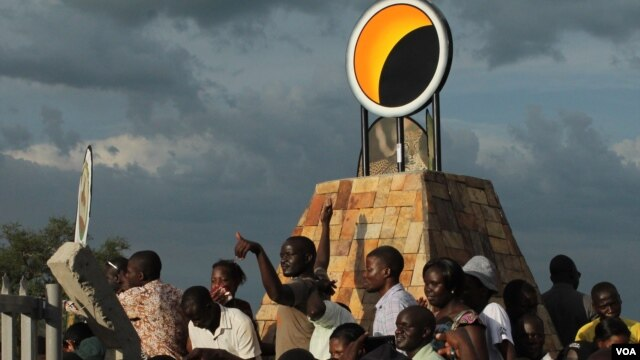 An eclipse monument was built just outside the village to commemorate the solar eclipse, in Pakwach, Uganda, Nov. 3, 2013. (H. Heuler/VOA News)