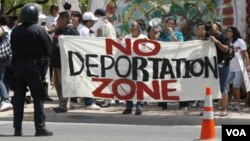 El número de indocumentados disminuye por decisiones personales de volver a sus países y las deportaciones.