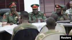 Le général Musa Sani Yusuf, à la tête de la cour martiale, lors d'une session à Abuja, le 2 octobre 2014.