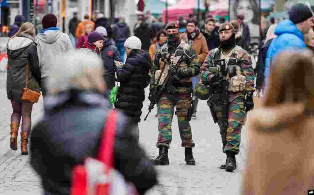 انتہائی خطرے کا یہ انتباہ پیرس میں ہونے والے دہشت گرد حملوں کے ایک ہفتے بعد سامنے آیا ہے۔