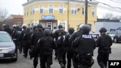 警方在波士頓郊區展開大規模搜捕行動