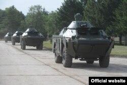 Oklopna vozila BRDM-2MS, koje je Rusija donirala Srbiji zajedo sa tenkovima Tenkovi T-72MS u vrednosti od 75 miliona evra, predstavljeni su javnosti u kasarni Vojske Srbije u Nišu, 23. maja 2021. (Foto: Zvanični sajt Ministarstva odbrane Republike Srbije)
