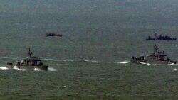 지난 2011년 3월 한국에 해역에 침범했다가 돌아가는 북한 어선(왼쪽 위)과 북한 어선을 맞기 위해 나온 북한 경비정(오른쪽 위). 아래는 한국 해군함. (자료 사진)