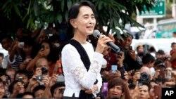 미얀마의 민주화 지도자인 아웅산 수치 민주주의민족동맹 의장. (자료사진)