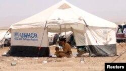 叙利亚雅兹迪难民在东北部诺鲁齐难民营帐篷里