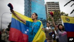 eople participate an anti-government protest in Caracas, Venezuela, Thursday, April 13, 2017. Venezuela officials are confirming that a fifth person has died in a two-week old anti-government protest movement. (AP Photo/Ariana Cubillos)