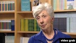 Doris Meissner, ex directora de Inmigración, opina que la crisis en la frontera se debe en gran parte a una ley obsoleta de inmigración.