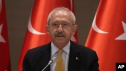 Turkey's main opposition Republican People's Party leader Kemal Kilicdaroglu speaks during a meeting with journalists in Istanbul, April 7, 2017.