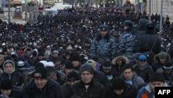 Տասնյակ հազարավոր մահմեդականներ աղոթում են մոսկովյան սառնամանիքի պայմաններում