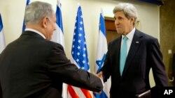 Menlu AS John Kerry (kanan) kembali bertemu PM Israel Benjamin Netanyahu di Yerusalem guna mendorong perundingan perdamaian Timur Tengah yang macet, Senin (31/3).