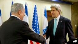Ngoại trưởng Hoa Kỳ John Kerry (phải) và Thủ tướng Israel Benjamin Netanyahu trước cuộc hội đàm, 31/3/14