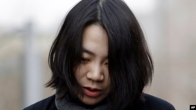 Bà Cho Hyun-ah (Heather Cho) ngỏ lời xin lỗi về sự việc xảy ra trên chuyến bay.