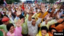 Hàng vạn người ủng hộ đảng đối lập ở Campuchia xuống đường biểu tình đòi Thủ tướng Hun Sen từ chức.