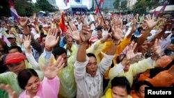 Demonstrasi di Phnom Penh, 17 Desember 2013 (Foto: dok). Para pendukung oposisi bersumpah akan terus berdemonstrasi sampai Perdana Menteri Hun Sen mundur dari jabatan atau mengadakan pemilu ulang (Reuters/Samrang Pring).