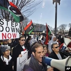 عرب دنیا میں احتجاجی مظاہروں میں شدت، طرابلس میں جھڑپوں کی اطلاعات