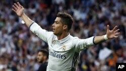 رونالدوی ۳۲ ساله که در دو بازی پیهم لیگ قهرمانان اروپا شش گول به ثمر رساند.